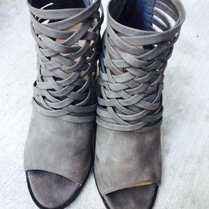 Adorable heeled grayish booties Size 7-7.5.